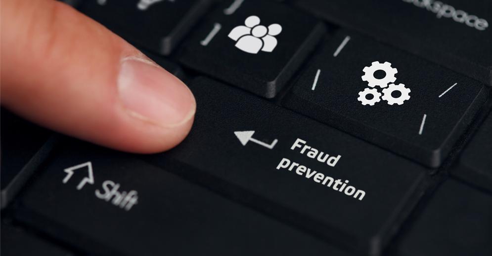 imagem de um teclado de computador com a frase Fraus Prevention escrita em uma das teclas, que representa das fraudes que os clientes precisam evitar