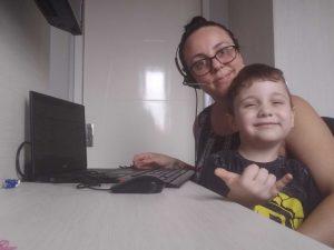 Dânia, analista anti fraudes e o filho Bernardo